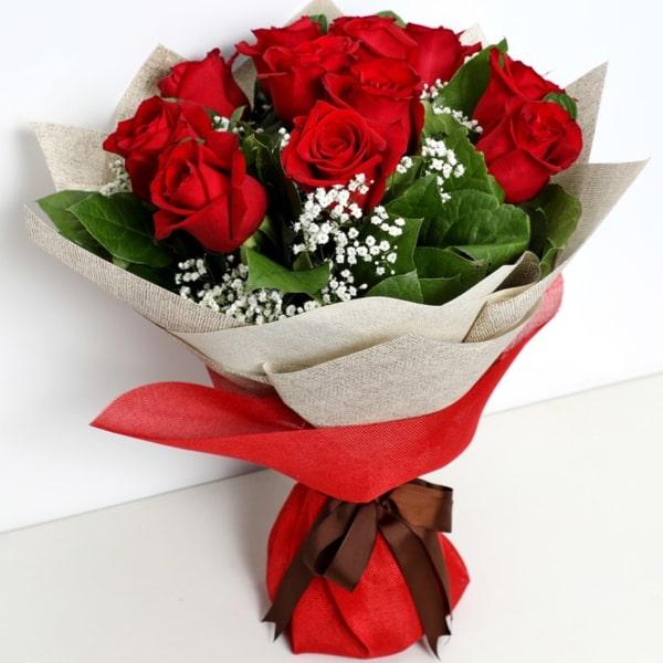 Bunch Of Ravishing Red Roses