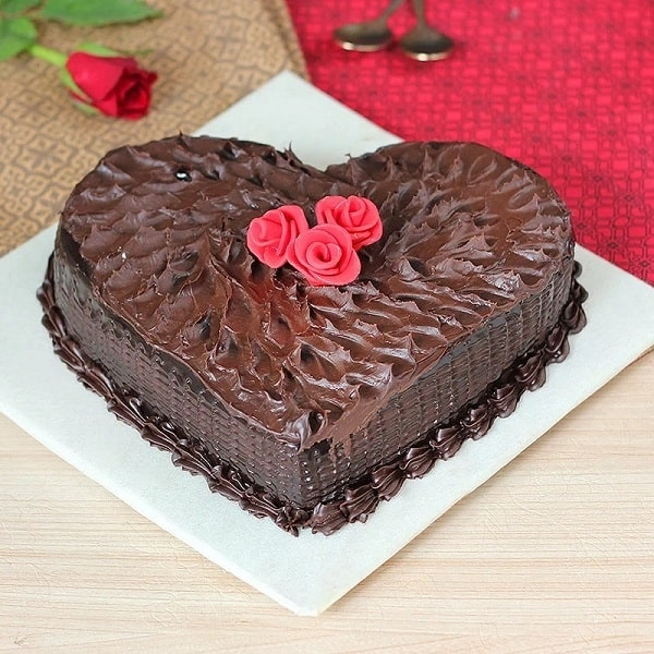 Chocolicious Heart Cake
