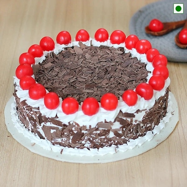 Classic Black Forest Eggless Cake
