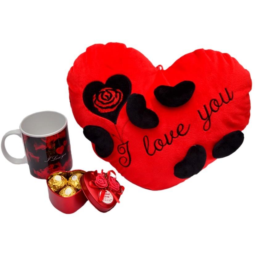 Love Cushion & Ferrero