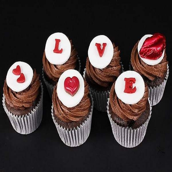 Sealed with a Kiss Cupcakes