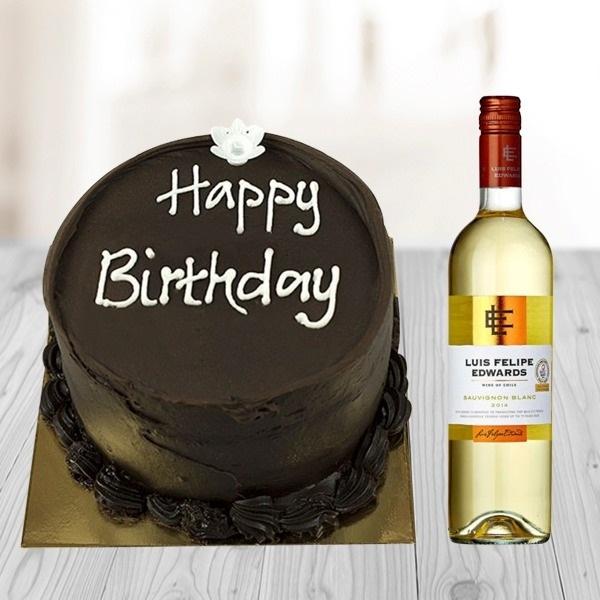 Chocolate cake and White wine