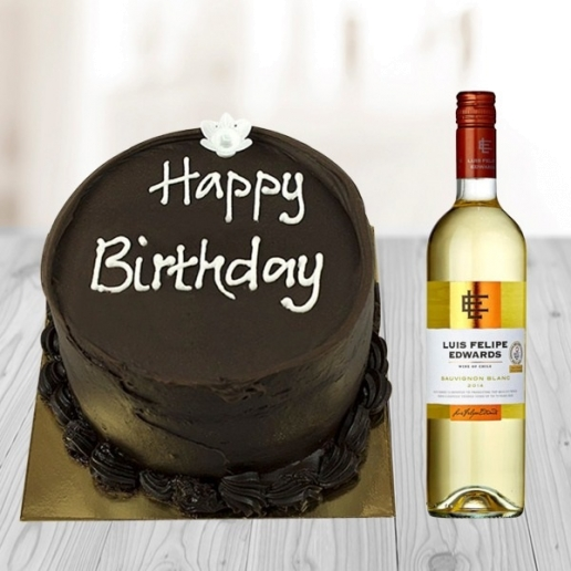 Chocolate cake and White wine